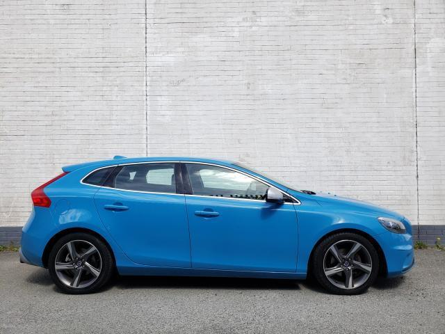 Image for 2015 Volvo V40 1.6 D2 R-DESIGN 115BHP MODEL // FULL SERVICE HISTORY // ALCANTARA LEATHER SPORT INTERIOR // FINANCE THIS CAR FOR ONLY €52 PER WEEK